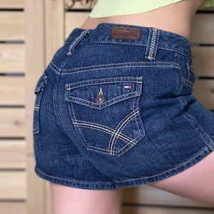 Vintage dark wash tommy hilfiger denim shorts